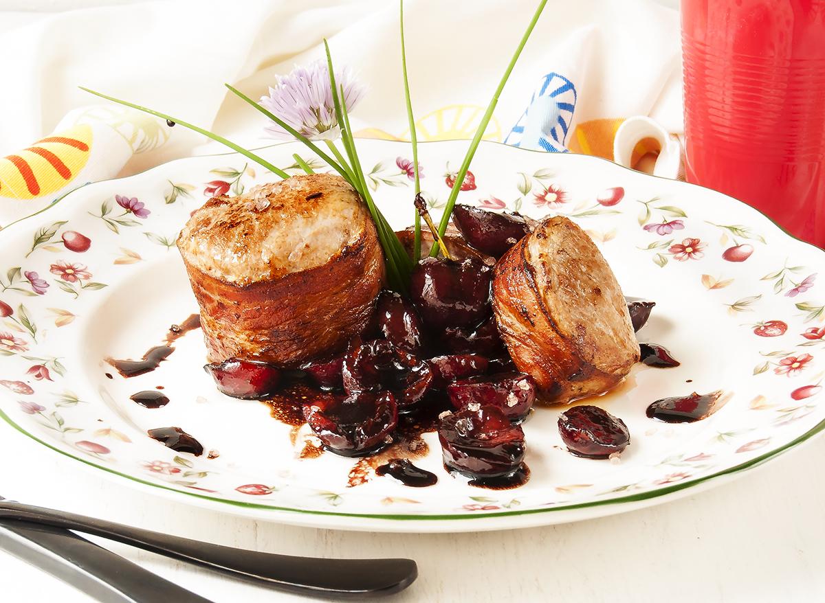 Solomillo con cerezas en salsa de soja la cocina de for Como preparar solomillo