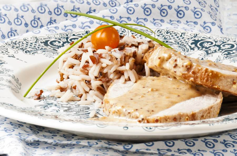 lomo, mostaza, salsa, arroz