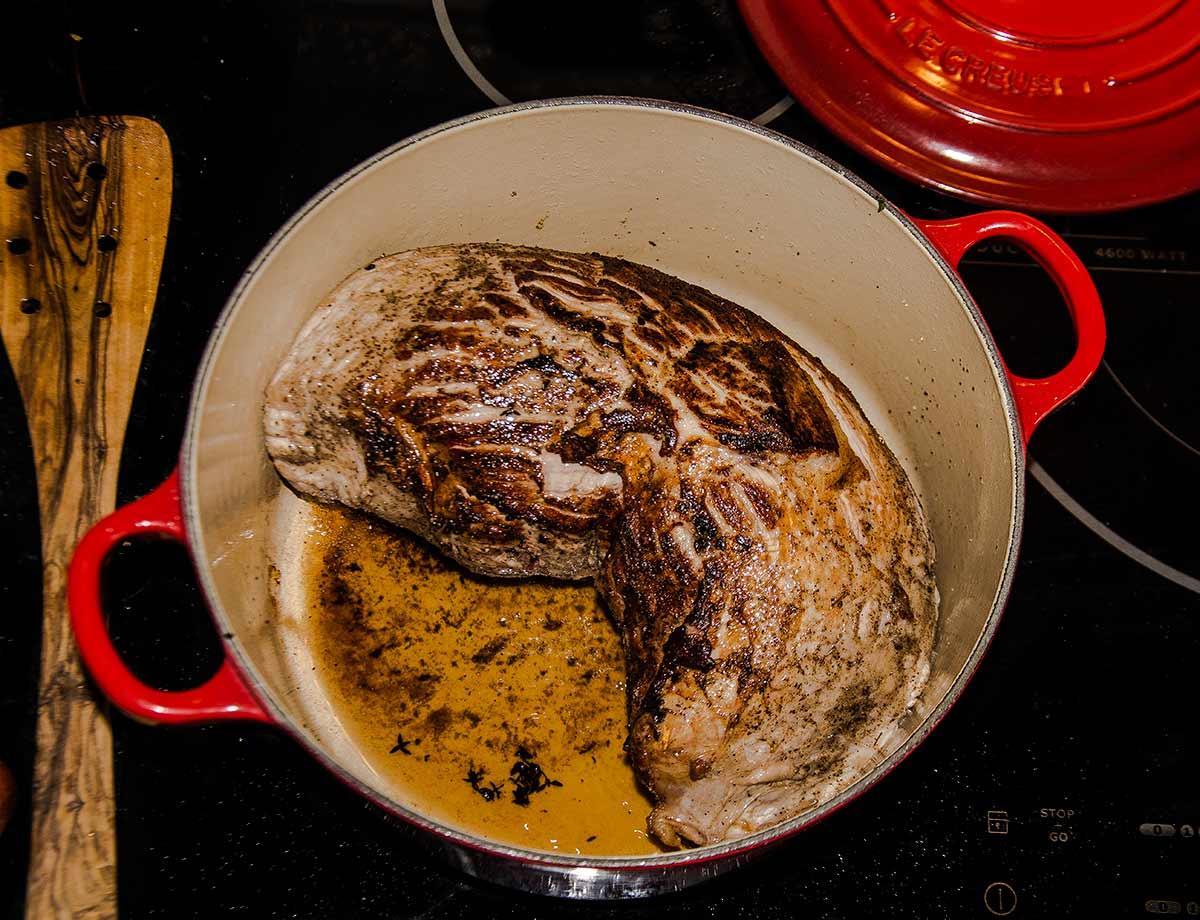 redondo ternera, asado, carne, guarnición, guisantes, zanahorias, pure