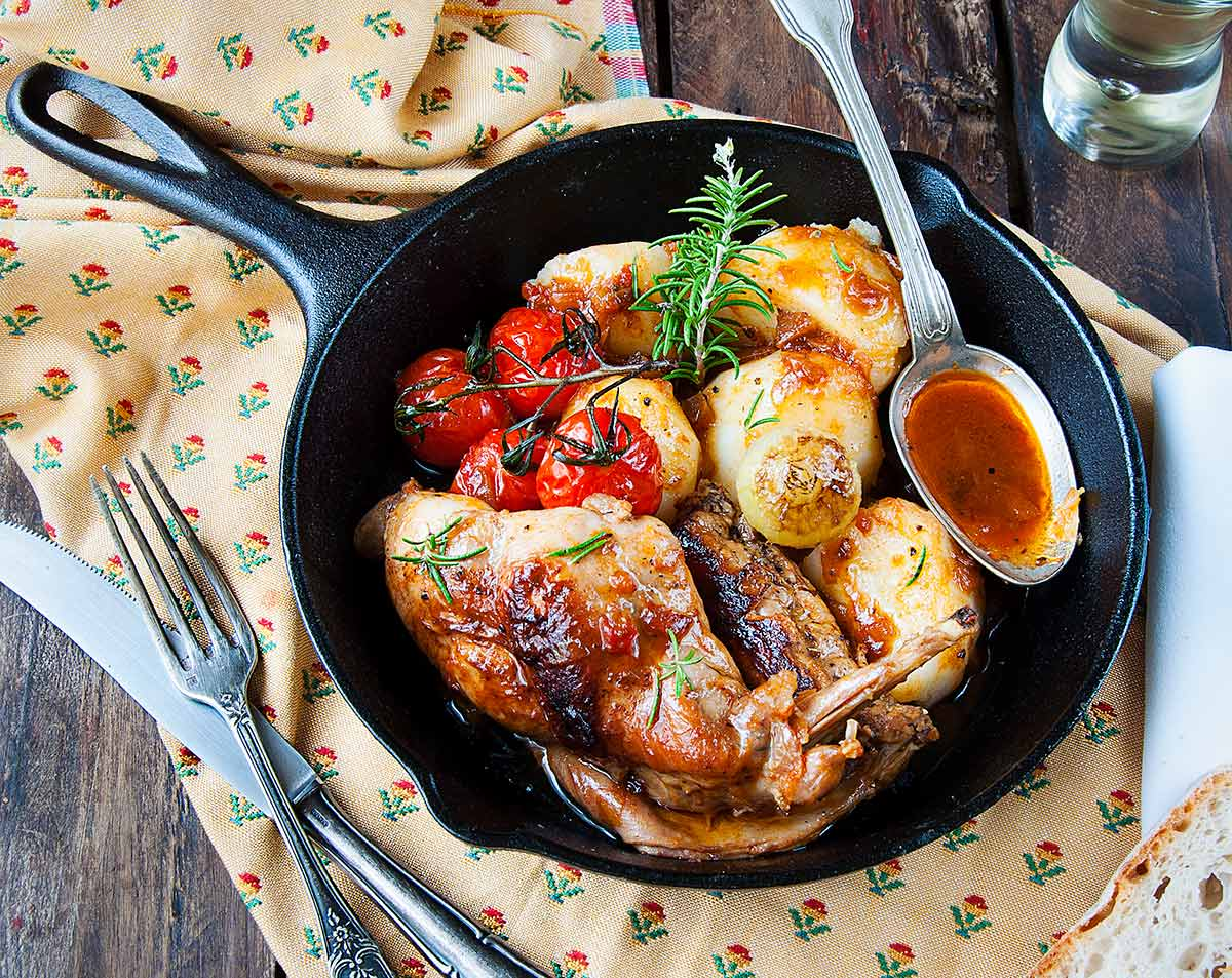 Conejo asado al horno con guarnici n la cocina de - Guarniciones para carne en salsa ...