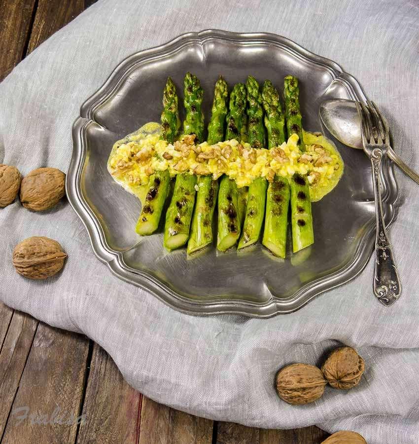 esparragos verdes, trigueros, huevo, vinagreta