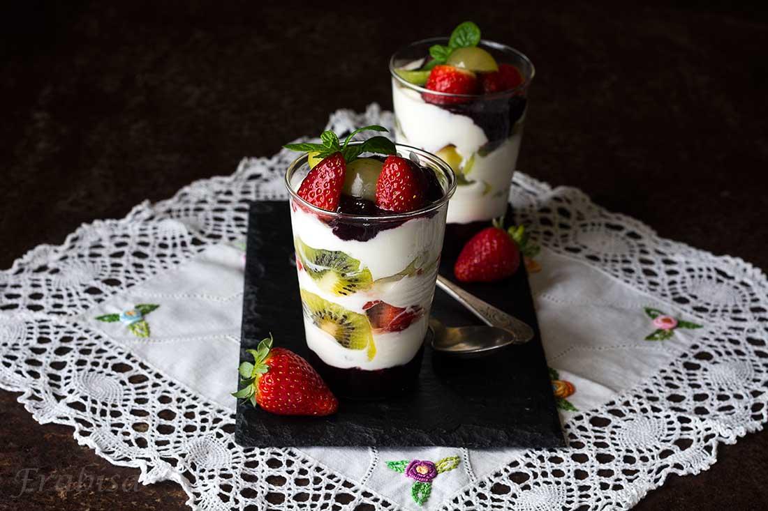 Postre de yogur con frutas la cocina de frabisa la for La cocina de lechuza postres