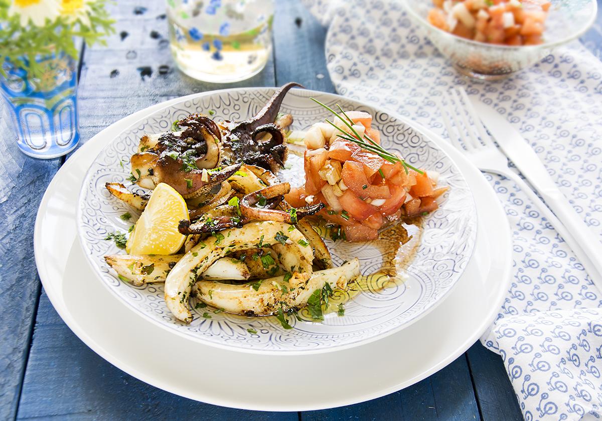Sepia fresca y tierna a la plancha con tomate en vinagreta receta la cocina de frabisa la - Cocinar a la plancha ...