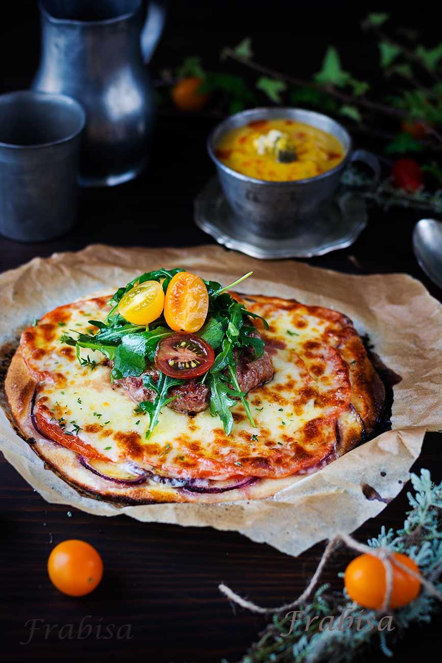 burguer, pizza, rucola, tomates
