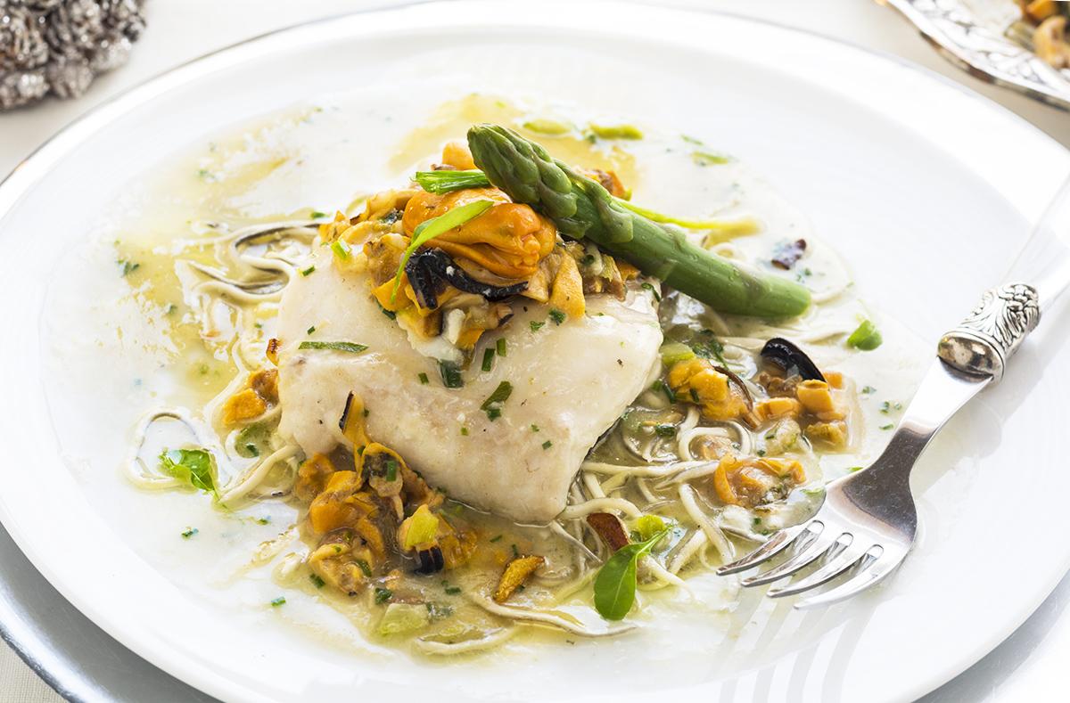 Merluza con salsa de mejillones y esp rragos verdes la cocina de frabisa la cocina de frabisa - Cocinar merluza en salsa ...