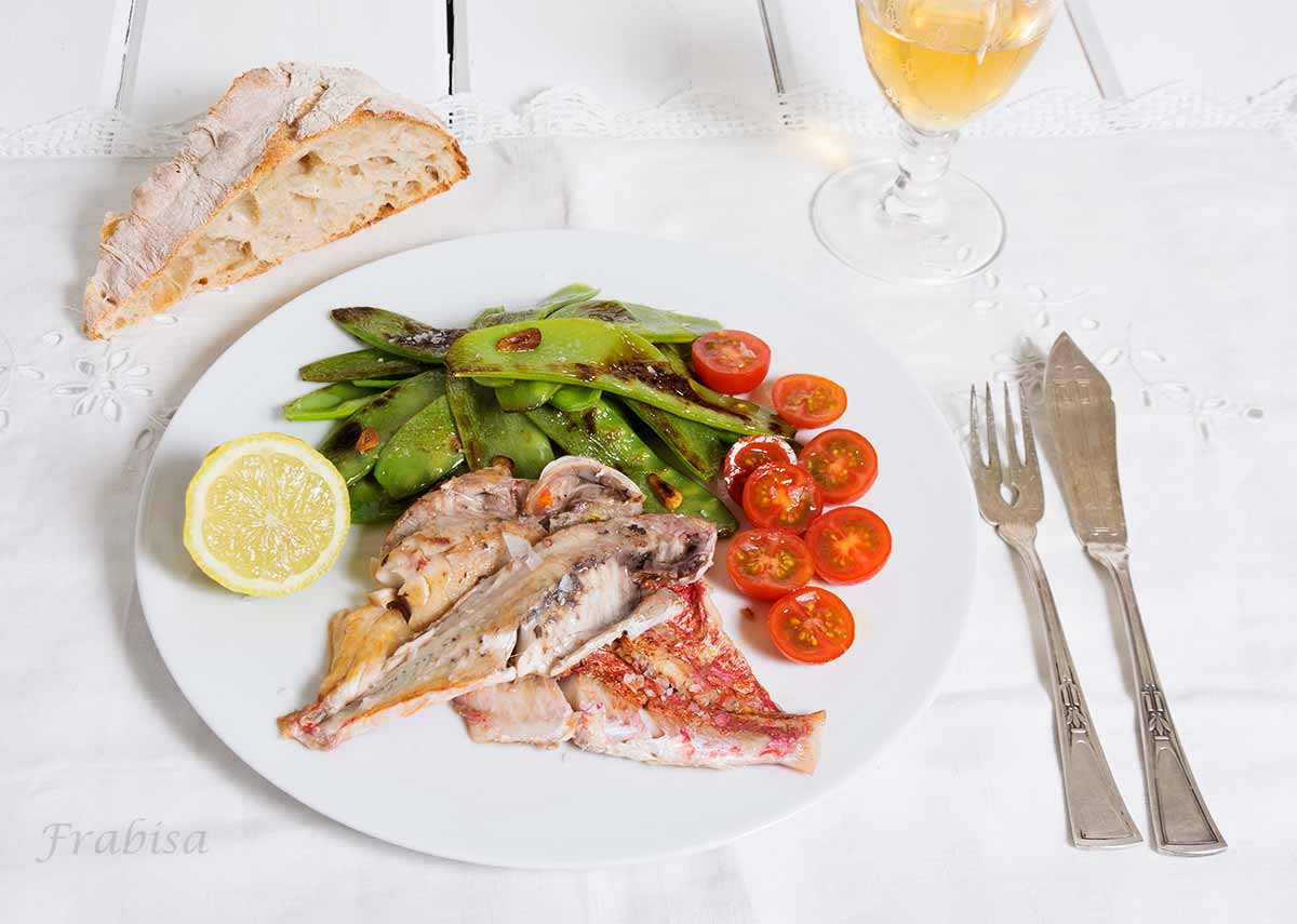 tirabeques-salmonetes, plancha, receta