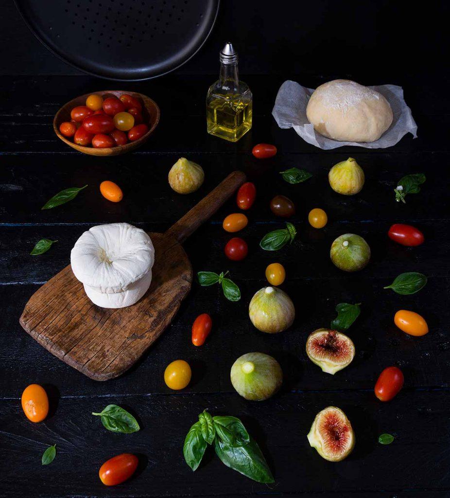 queso-do-cebreiro, tomates cherry, salsa de tomate, masa, albahaca, higos