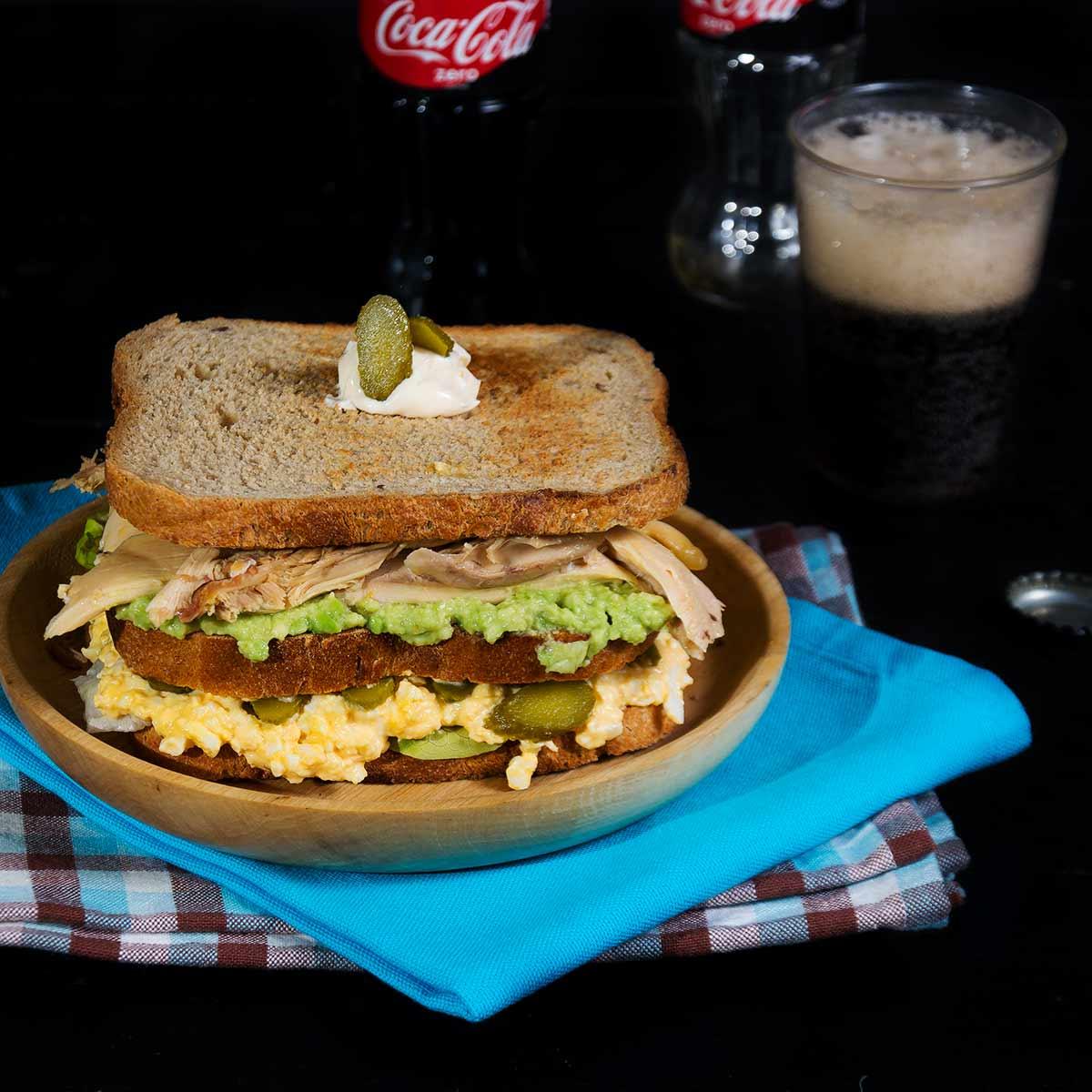 sandwich-de-pollo-y-aguacate-1