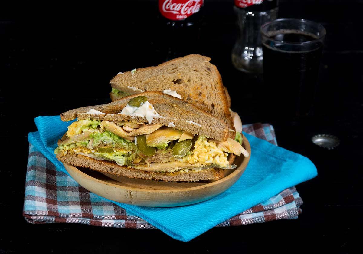 sandwich-de-pollo-y-aguacate-2