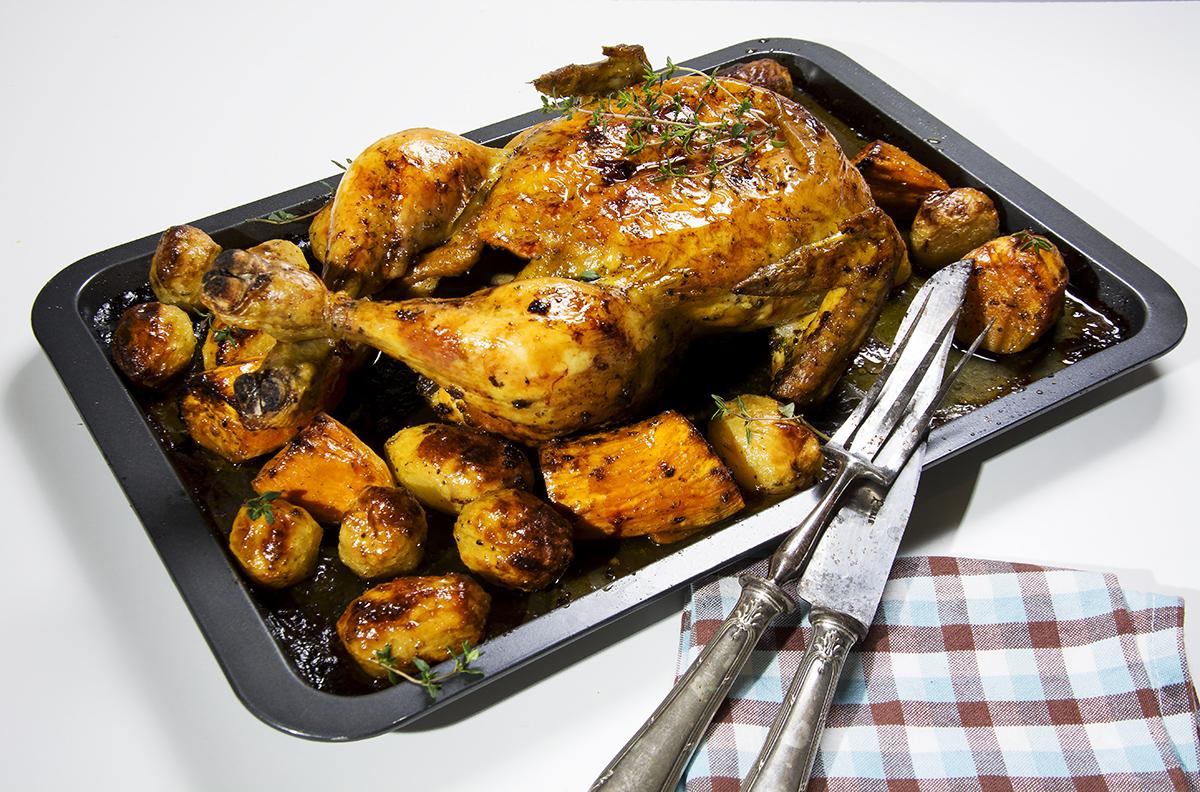 Pollo asado al horno con patatas - La Cocina de Frabisa La Cocina de ...